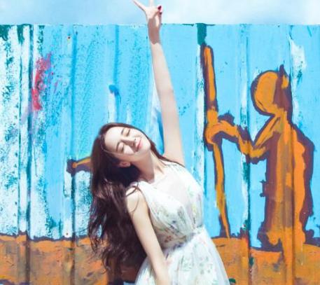 2018清新淡雅的女生QQ网名大全 对风说我爱你